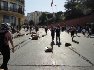 İnönü Caddesi.  The boxes held cups of water