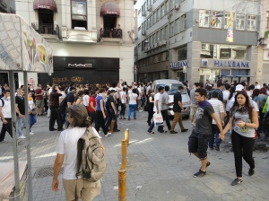 Entering İstiklal