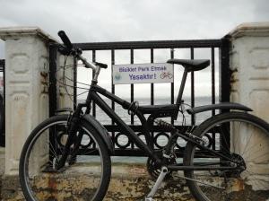 Bisiklet Park Etmek Yasaktır (Bicycle parking forbidden)