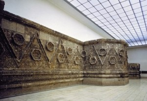 Mshatta facade, Jordan; Pergamon Museum, Berlin